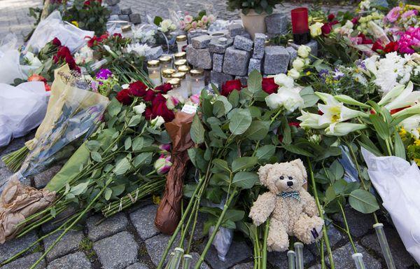 sem11jlg-Z8-Hommage-cathedrale-d-Oslo-apres-attentat-Norveg.jpg
