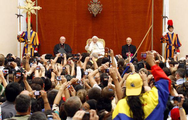sem11auc-Z7-Pape-Benoit-XVI-Castelgandolfo.jpg