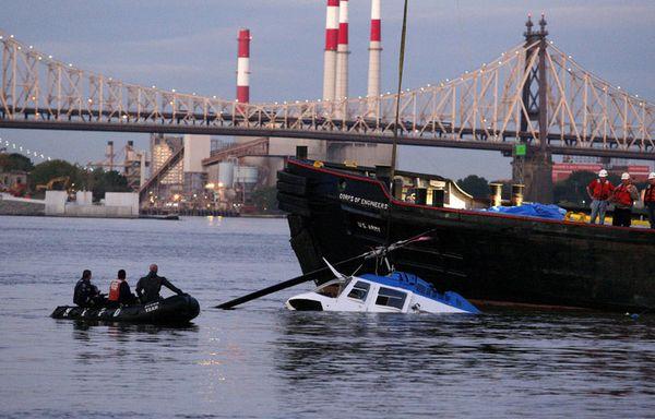 sem11octc-Z2-helico-dans-l-East-River-New-York.jpg