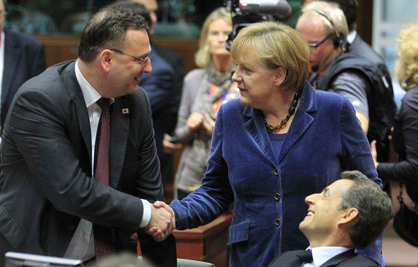 Sarkozy-Merkel-Bruxelles-accord-euro.jpg
