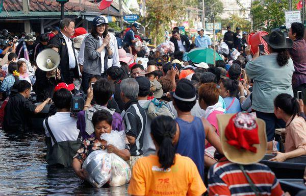 sem11nova-Z18-Inondations-Thailande-Premier-ministre.jpg