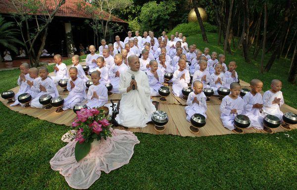 sem11ad-Z4-Songkran-boudhistes-thailande.jpg