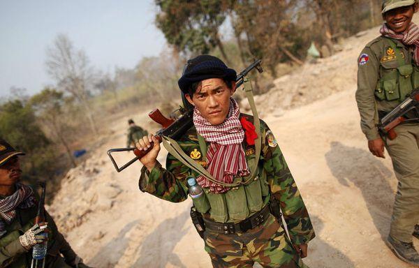 sem11fb-Z36-soldat-cambodge.jpg