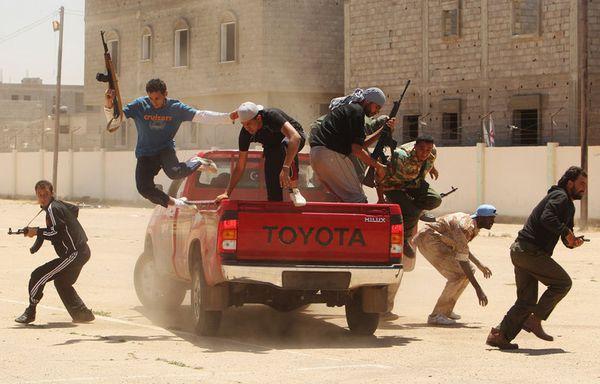 sem11mie-Z9-Insurges-a-l-entrainement-a-Benghazi-libye.jpg