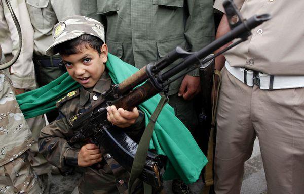 sem11jud-Z8-enfant-soldat-Tripoli-Libye.jpg