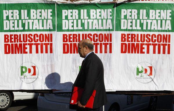 sem11novc-Z29-Affiche-electorale-Berlusconi-Italie.jpg