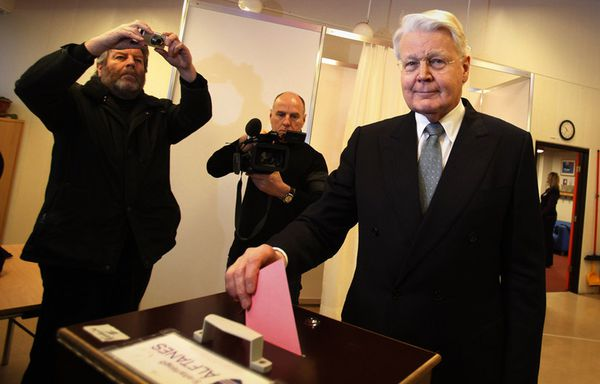 http://img.over-blog.com/600x384/2/27/21/01/image_a6/sem25-E-referendum-islande-icesave-Grimsson.jpg