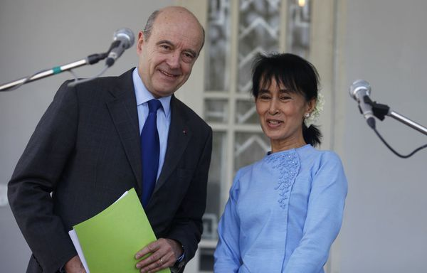 Alain-Juppe-et-Aung-San-Suu-Kyi.jpg