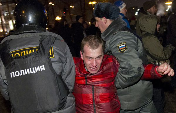 Moscou-Un-manifestant-russe-interpelle.jpg
