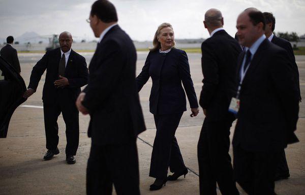 sem12fevg-Z24-Hillary-Clinton-lors-de-son-arrivee-a-Tunis.jpg