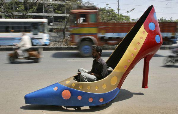 sem12marb-Z6-Chaussure-voiture-Inde.jpg