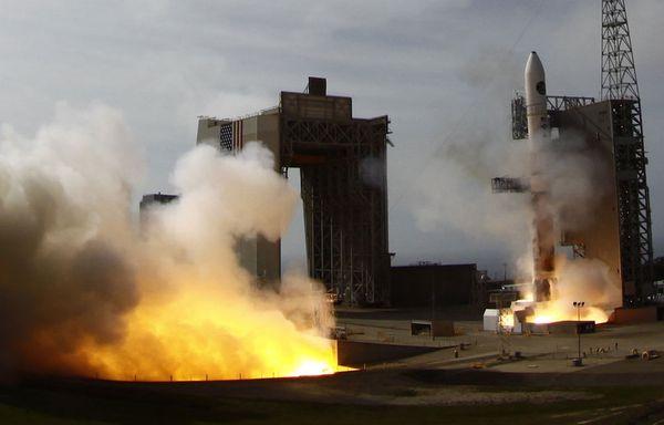sem12avra-Z2-Fusee-americaine-satellite-espion.jpg
