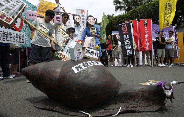 sem12avrh-Z31-Manifestation-sociale-a-Taiwan.jpg