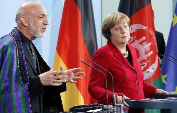 sem12maie-Z6-Angela-Merkel-Hamid-Karzai.jpg