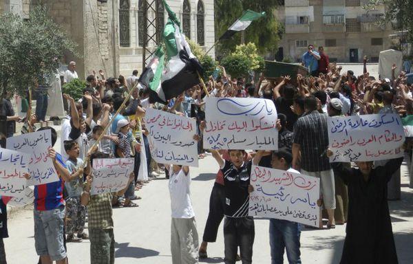 sem12juib-Z24-Manifestation-a-Hama-Syrie-massacre.jpg