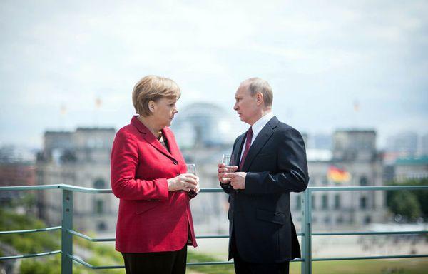 sem12maii-Z24-Vladimir-Poutine-Angela-Merkel-Berlin.jpg