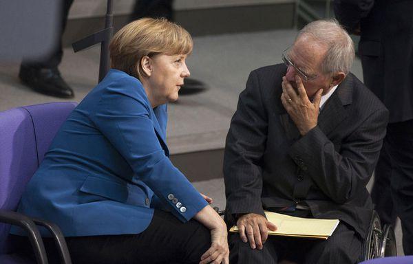 sem12juih-Z8-Angela-Merkel-Wolfgang-Schaeuble.jpg