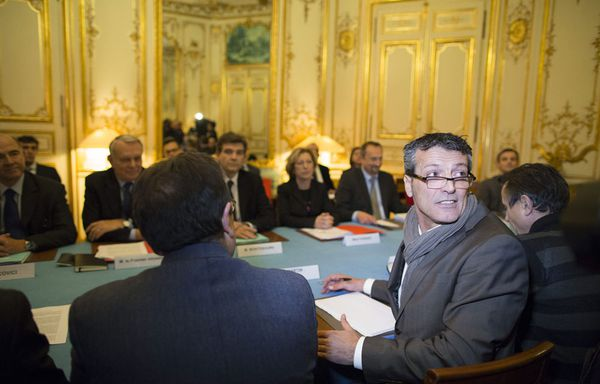 Syndicats-ArcelorMital-a-Matignon-05-decembre-2012.jpg