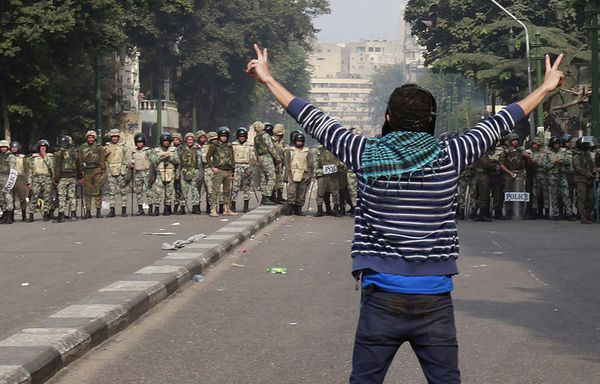 Caire-manifestants-police-militaire_pics_809.jpg