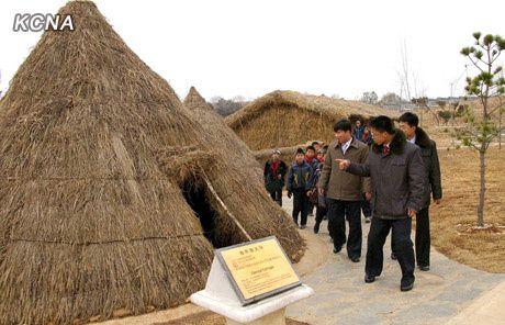 Pyongyang_Folklore_Park_7.jpg