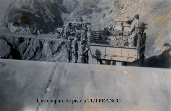 Une-coupure-de-piste-a-TIZI-FRANCO-photo-M.PARIS.jpg