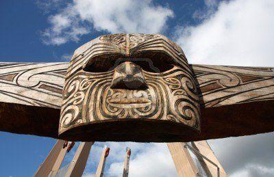 6286642-sculpture-maori--masque-sculptee-dans-le-bois-rotor