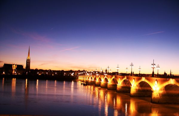 bordeaux-night-3.JPG