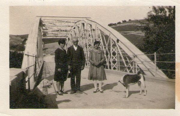 1939 - Ana, Dolores y su padre