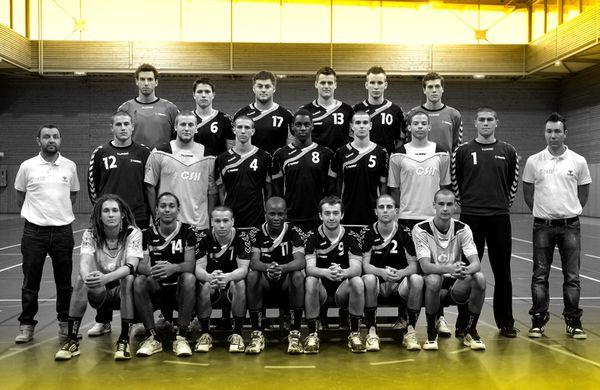 Centre-de-formation-photo-groupe-11092013-NB---jaune.jpg