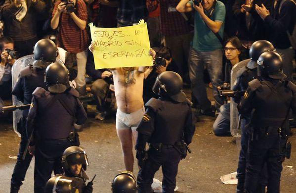 sem12seph-Z11-Madris-indignes-contre-policiers.jpg