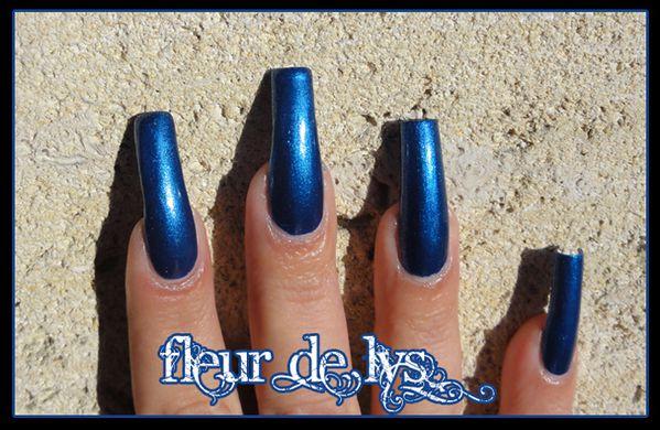 vernis ongles bleu metal