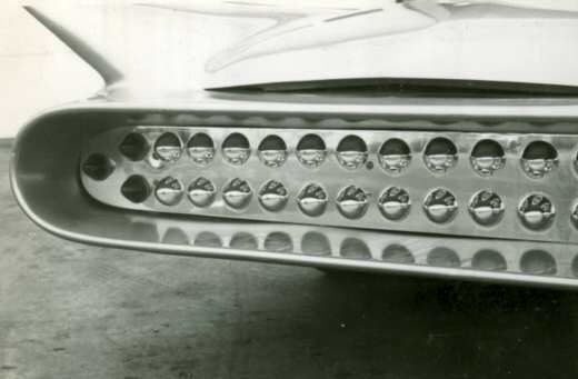 PHOTO C-RGRILLE CHROME BULLETS
