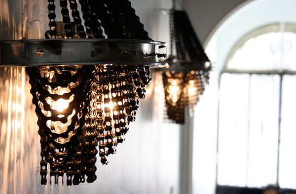 Recycled-Bicycle-Chandeliers-by-Carolina-Fontoura-copie-3.jpeg