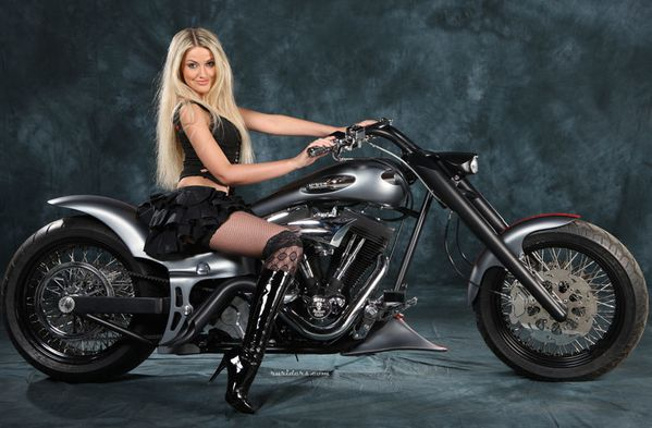 2012 biker cuties blonde 002 ruriders.com