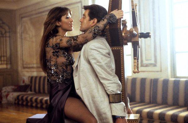 Le-monde-ne-suffit-pas-James-Bond-007-Pierce-Brosnan-Sophie.jpg