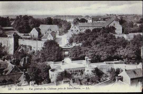vue generale du chateau prise de st pierre