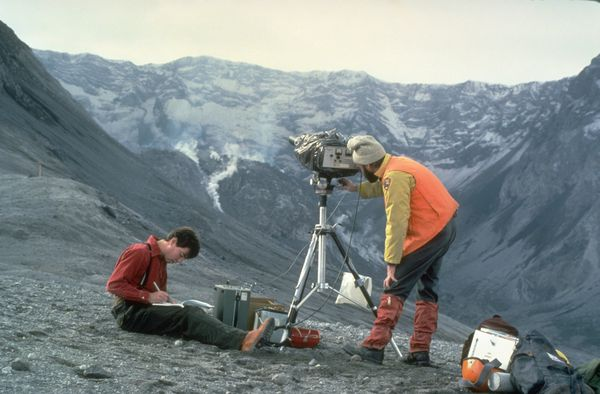 MSH83_USGS_scientists_COSPEC_on_SugarBowl_10-21-83.jpg