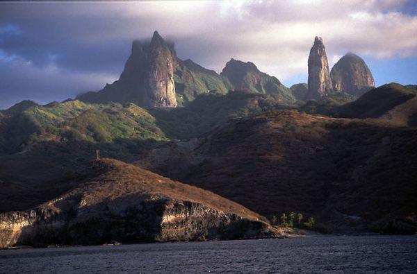 Uapou---les-piliers-du-ciel----ph-tahiti-guide.jpg