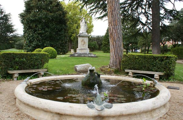jardin fontaine de Benedetto fb