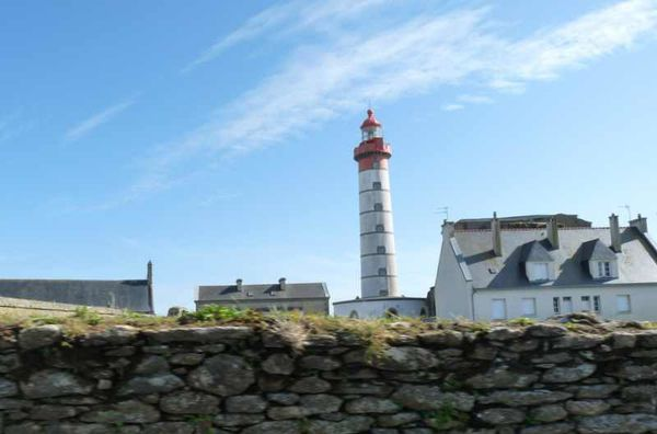 phare-de-la-pointe-st-mathieu--1-.jpg