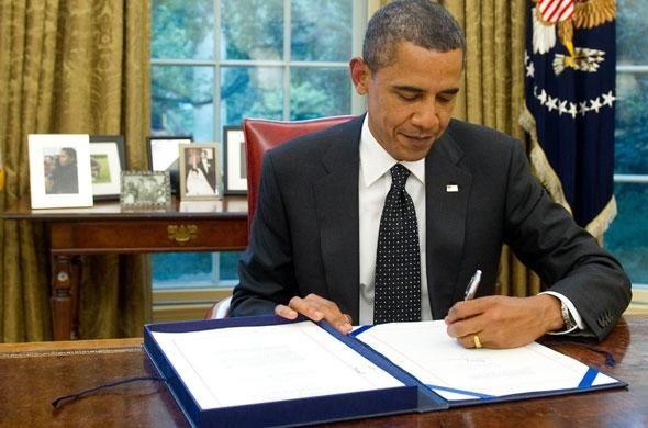Barack-obama-ecrit-main-gauche.JPG