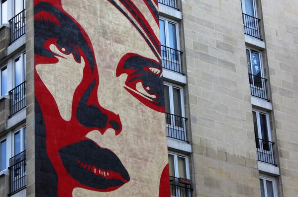 Fresque Shepard Fairey Paris Mural Rise Above Rebel
