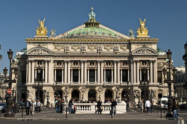 800px-Paris_Opera_full_frontal_architecture-_May_2009.jpg
