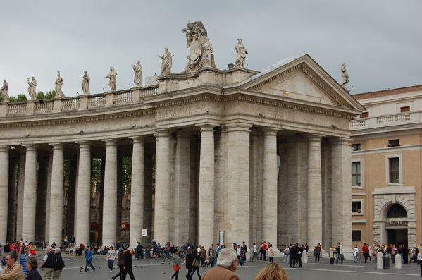 Le Bernin colonnade de la place saint pierre Rome