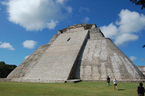 Maya Uxmal pyramide del Adivino (2)