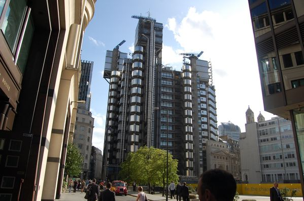 Richard rogers two building criticism