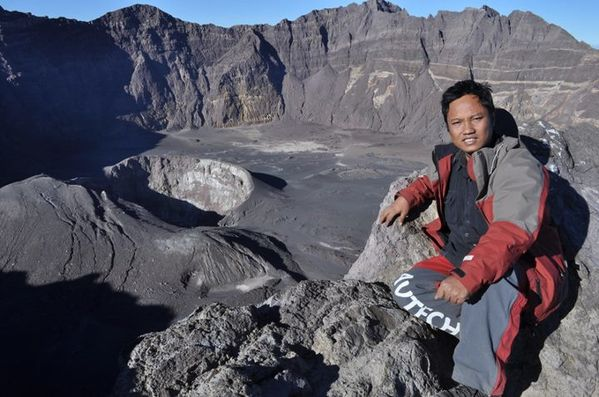 08.09.11 - Raung crater - Andi