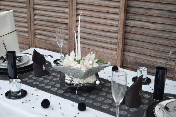 Tables de nouvel an table d co et gourmandises for Decoration reveillon