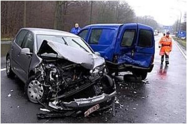 ACCIDENT-VOITURE-CAMIONNETTE.JPG
