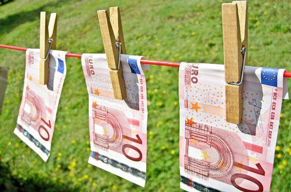 Economie Les Billets Neufs Se Depensent Moins Marichesse Com